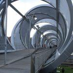 Futuristische Brücke m Parque Rio