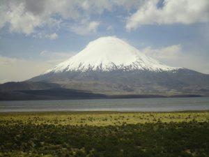 Abb. 8: Lago Chungará und Vulkan Parinacota