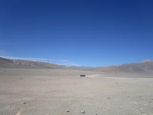 Abb. 7: Busstopp in der Pampa del Tamarugal nordöstlich von Iquique